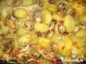 Свинина и курица с грибами и картофелем