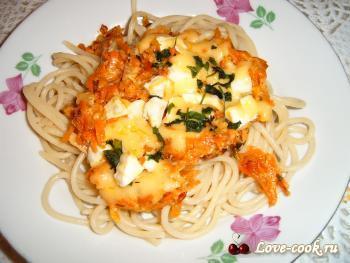 Спагетти под морковно-сырной шубкой