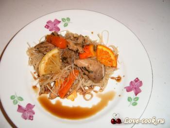 Свинина по-китайски с рисовой лапшой